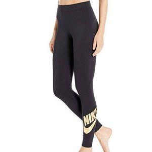 NEW❗️NIKE black/gold Leggings - NWT ✨